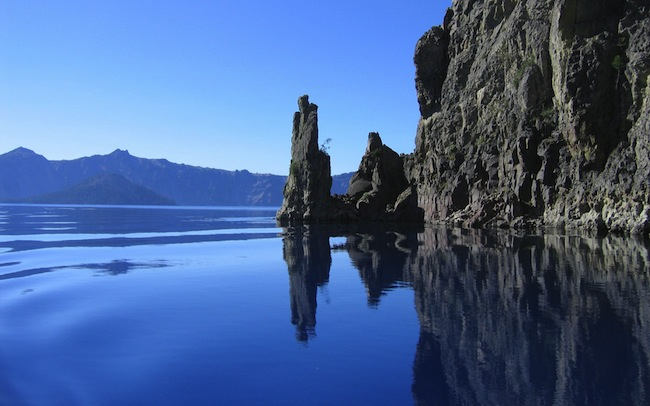 Near the ocean mountains and rocky cliffs pictures widescreen wallpapers